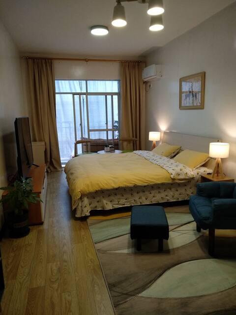 城中心落地窗公寓,北欧式小清新、大屏65寸或大投影