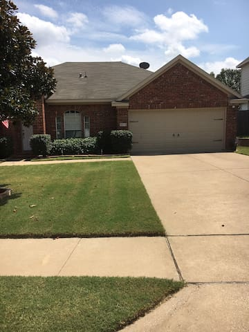 3 bedroom home just minutes from Denton - Corinth - Hus