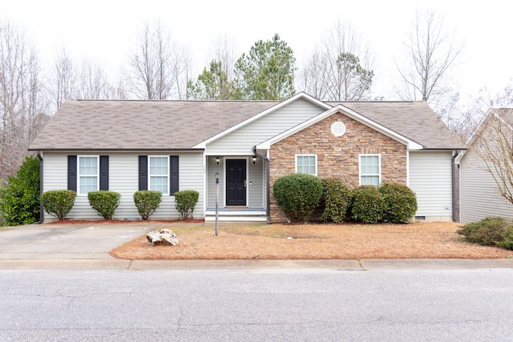 Beautiful 4 BR home in Clayton!