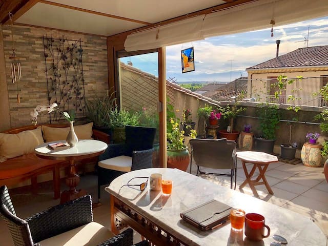 Large renovated South France village apt