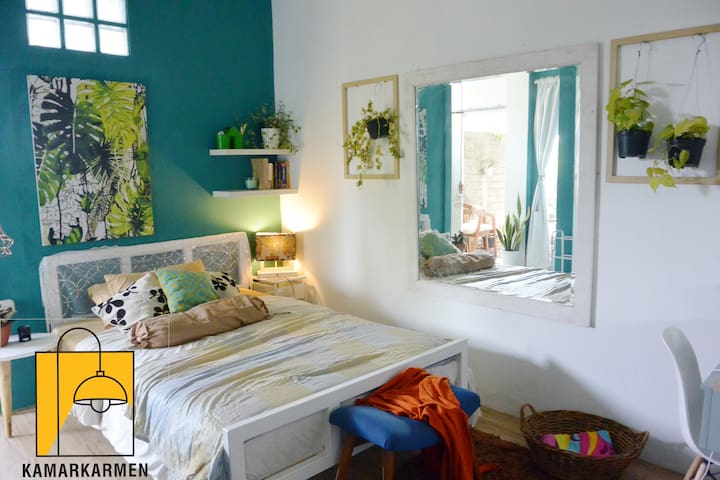 KamarKarmen, Eclectic style fully equipped studio