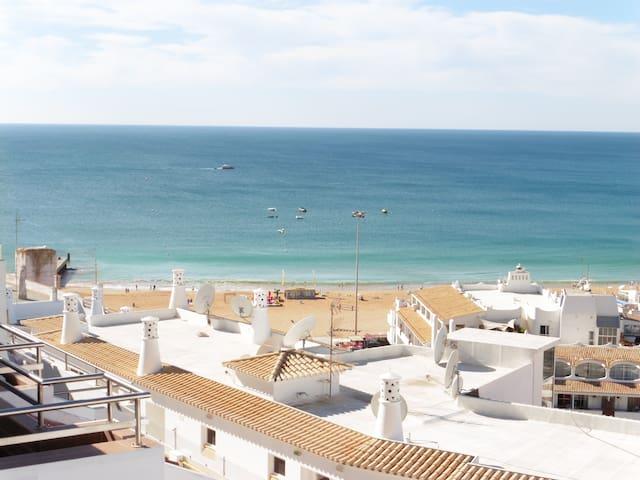 Sunny and spacious apartment close to beach - Albufeira - Pis