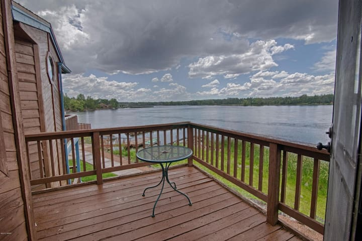 *LAKESIDE RETREAT* In White Mountains, Sleeps 8!