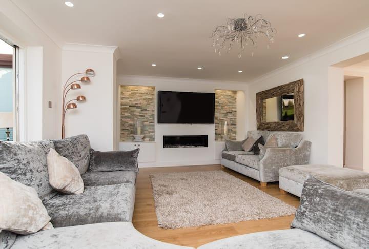 Stunning Large Luxury House near Cardiff
