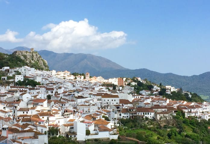 Stunning views from an Andalusian 'pueblo blanco' - Gaucín - Huis