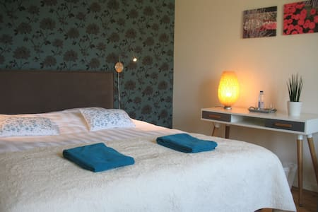 Bright spacious room for 2 to 4 persons @Ghent
