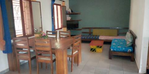 Chambre dans un cadre calme et verdoyant à Lassa