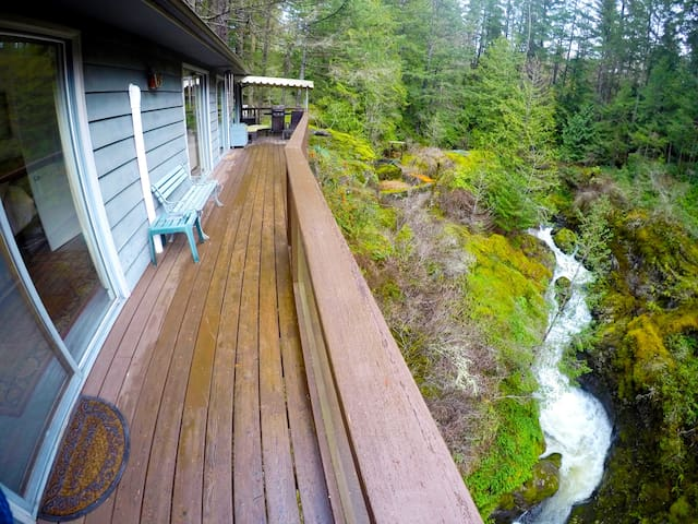 Calming Creek Oasis