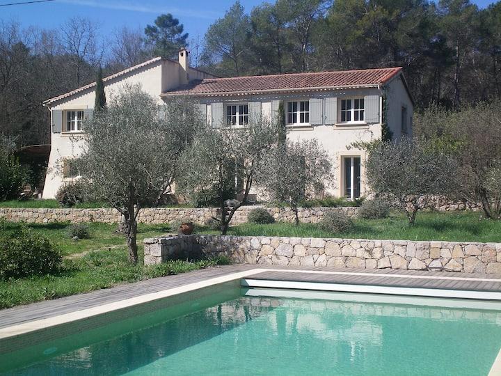 Très belle maison à 10 minutes à pied de Valbonne