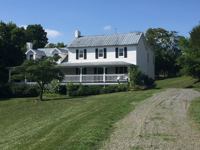 Lucketts Farmhouse on 16 Acres, Private & Secluded - Leesburg - Dom