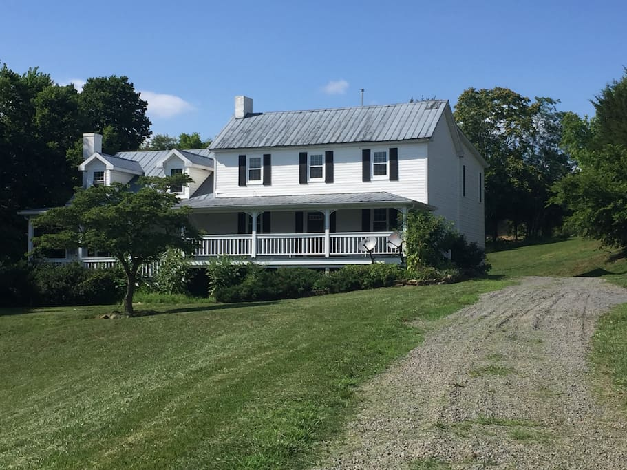 Lucketts Farmhouse On 16 Acres Private Amp Secluded