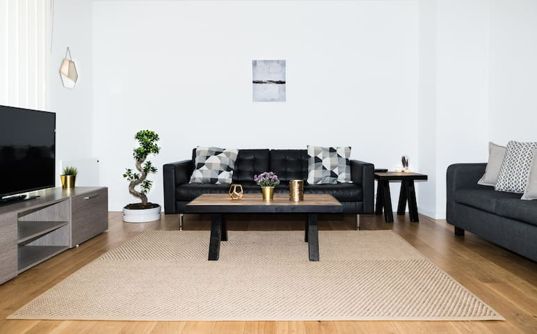 Super Stylish, Cool and Comfortable Apartment!