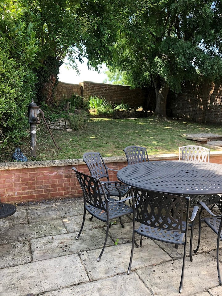 Private double room with kitchen en-suite garden