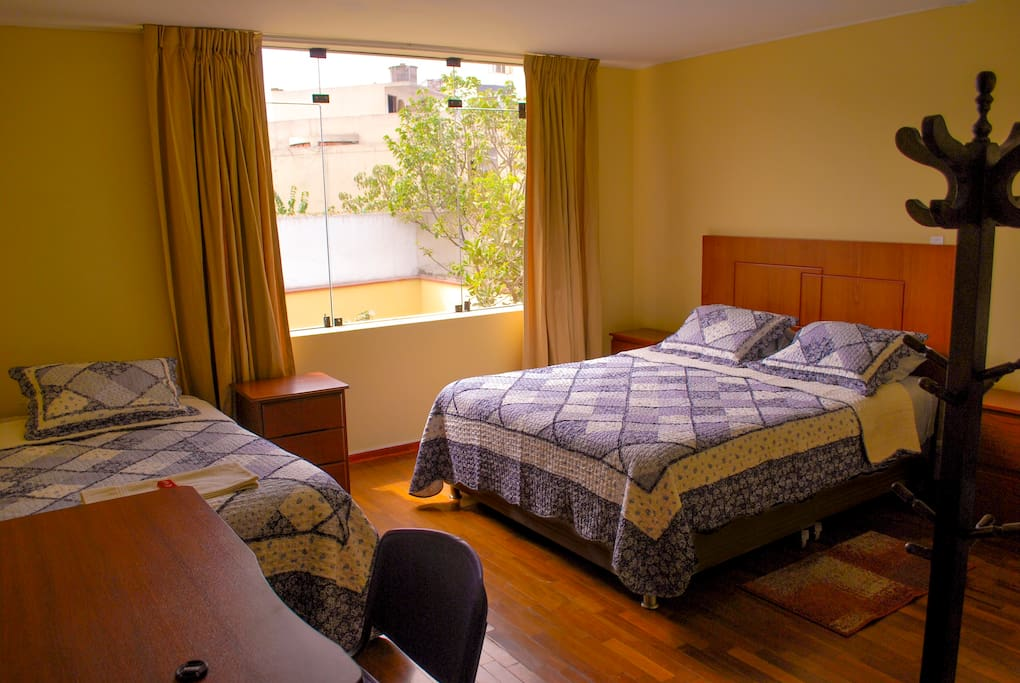Bedroom for three people. Habitación para tres personas.