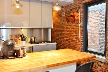 Trendy & Rare Penthouse + Huge Private Roof Deck - Brooklyn