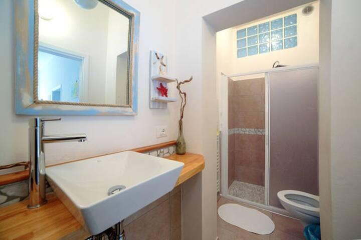 Camera con balcone - Rivabella - Apartamento