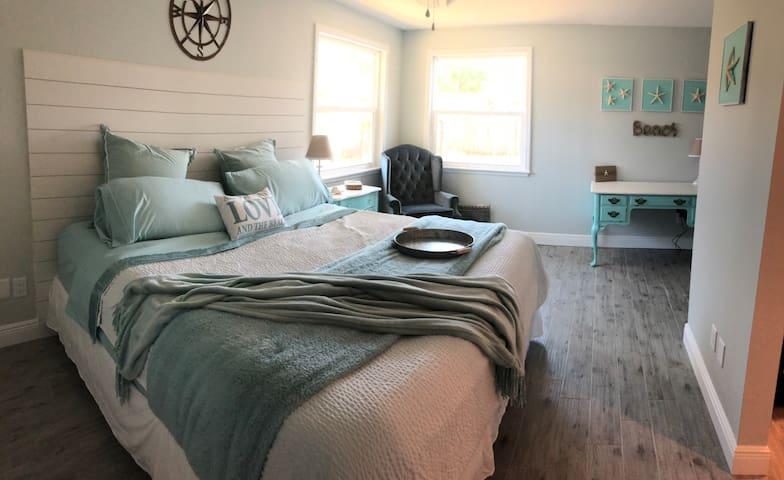BonaVista Beach House-great for couples & families