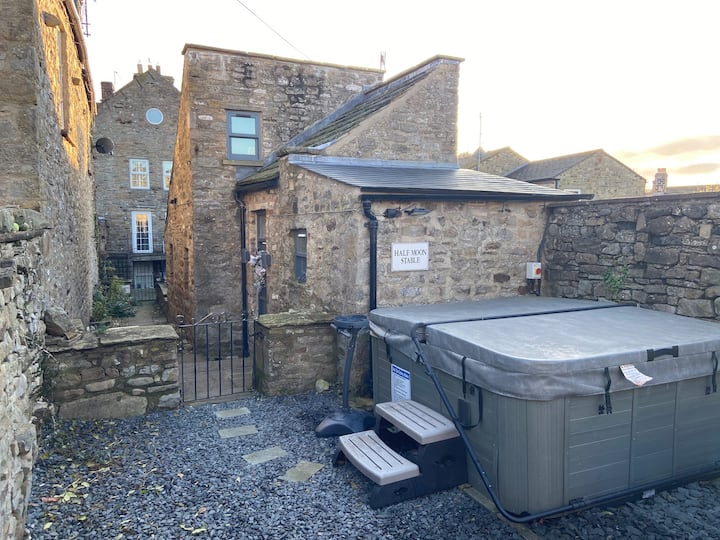 Half Moon Stable, Reeth - Hot Tub Getaway