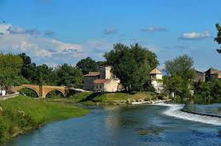 Village Avignon Nord Chambre privée,cour,parking - Bédarrides - Casa
