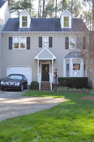 1500 SF Townhouse in quiet neighborhood - Raleigh - Stadswoning
