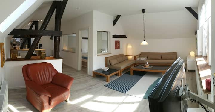 Ruhige Wohnung umgeben von Feld und Wald