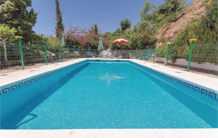 Holiday cottage with 6 bedrooms on 122m² in Totalán
