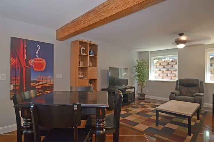 North Capitol Hill Apt - Free Parking - Near UW