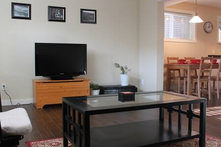 Sapperton Suite 1 bdrm near hospital & skytrain