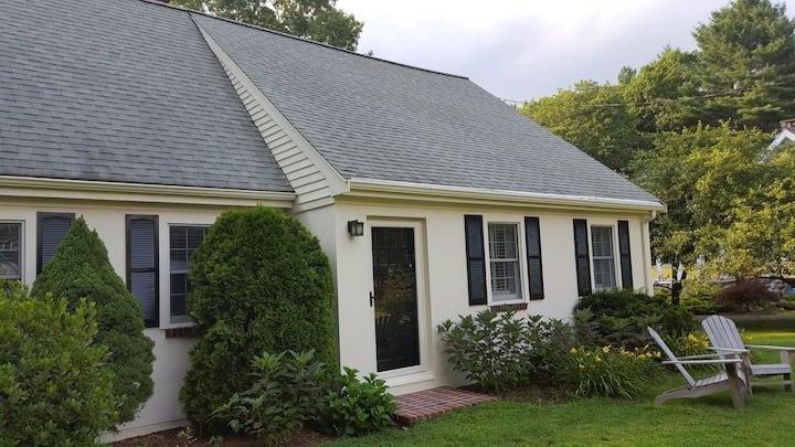 Boston (Weston): Historic New England cape
