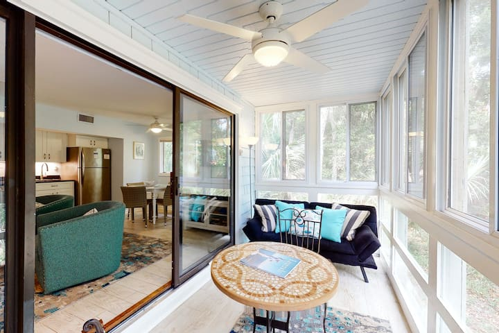 First floor ocean area condo with sunroom/ Free WiFi - close to the beach/ park!