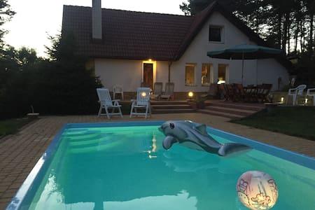 Dom Letniskowy na Kaszubach z podgrzewanym basenem