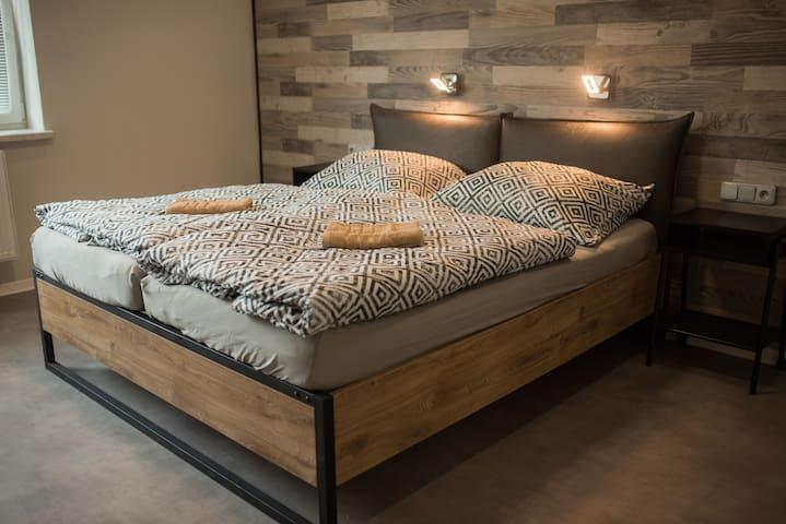 Penzion Moon - pokoj s manželskou postelí