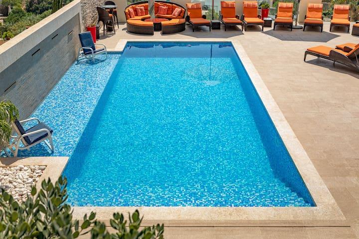 Luxury 2 BR, Villa Apart POOL- BBQ,A/C 5 min beach