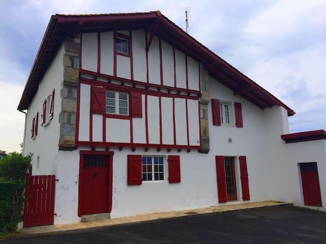 T3 dans une maison basque - Urcuit - Appartement