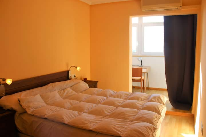 Bedroom with private bathroom, 500m to beach