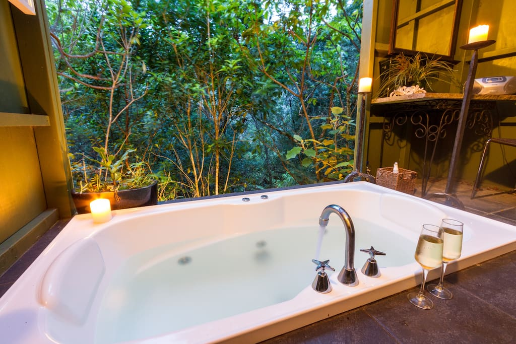 Turn up the romance factor in the Treetop Bathhouse