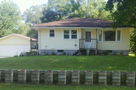 Comfy, Friendly, Peaceful Setting - Rochester - House