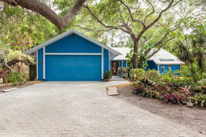 Beautiful 3 Bd, 2 bth Pool Home Near Siesta Key!