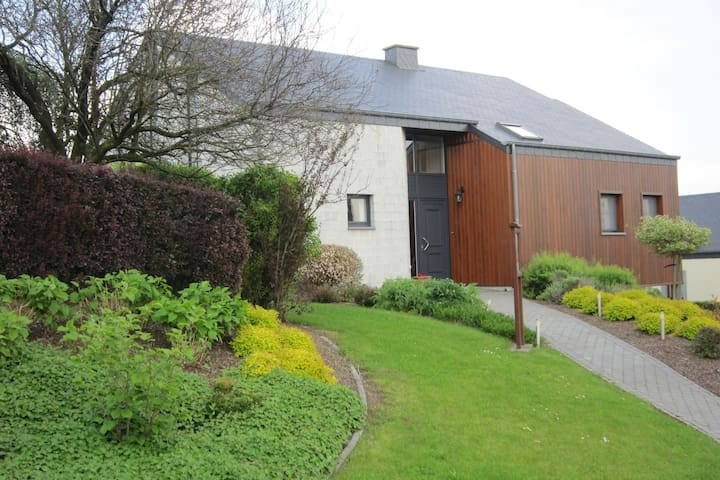 Modernes Ferienhaus in Houffalize Luxemburg mit Garten