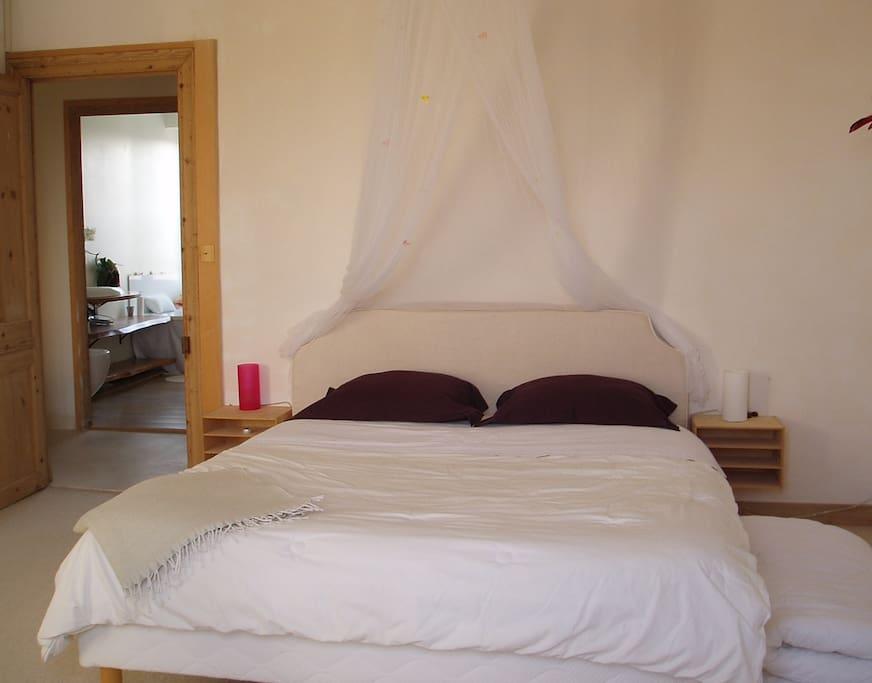 La chambre, literie 160