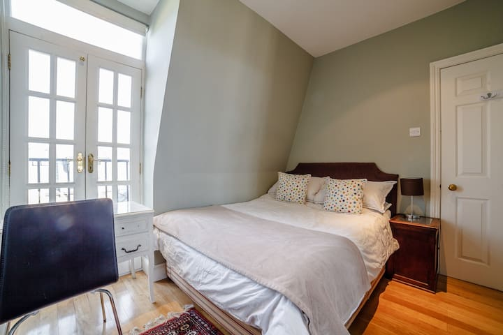Bedroom 6 (double bed)