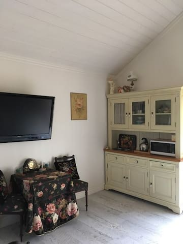 private modern guest house close to facilities
