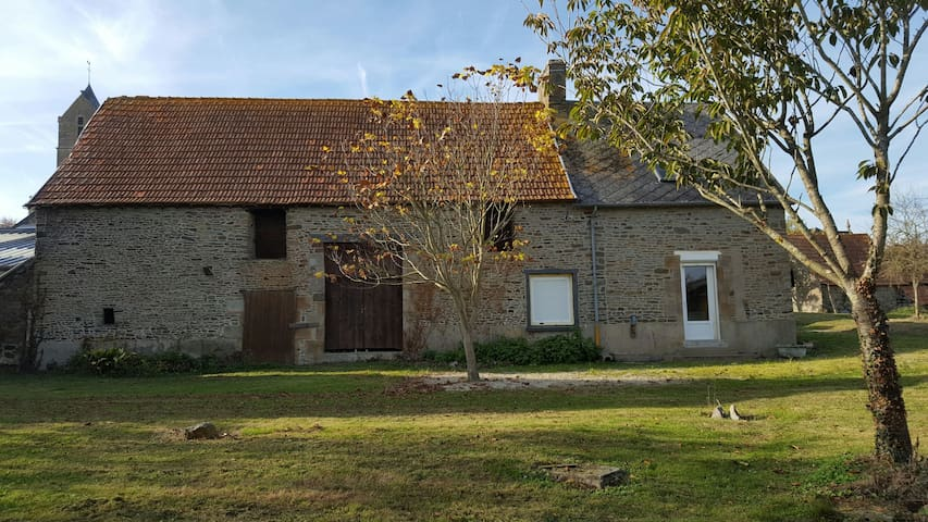 Maison au calme dans la baie du Mont St Michel - Courtils - Casa