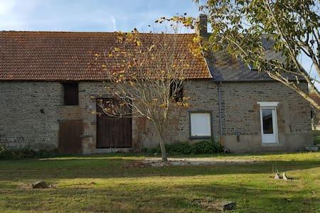 Maison au calme dans la baie du Mont St Michel - Courtils - Дом