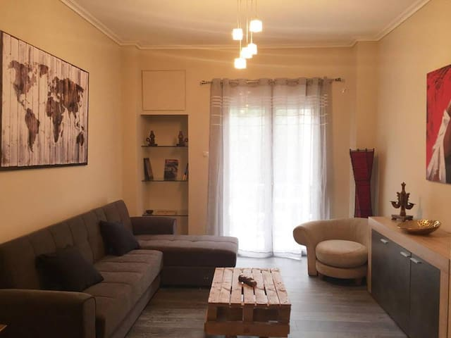 Spacious & modern apartment in the heart of Athens