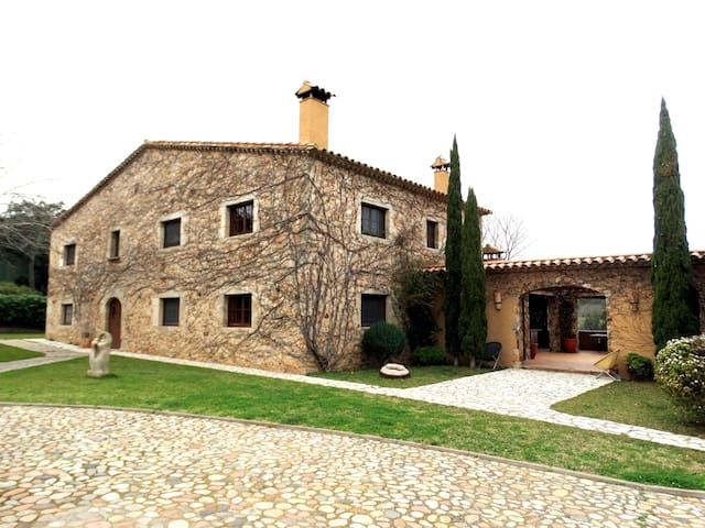 Magnificent farm house for 14 people - Girona - House