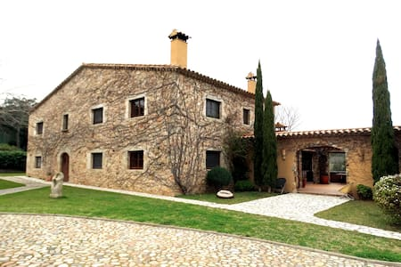 Magnificent farm house for 14 people - Girona - Haus