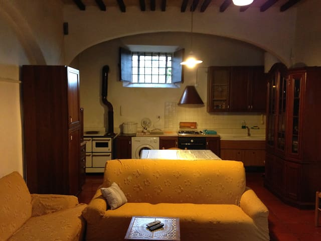 Apartment In the Court of our Farm w Bus to Siena