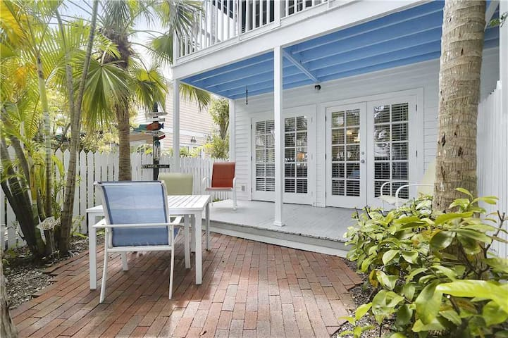 Southard Getaway - Truly Paradise by AT HOME IN KEY WEST