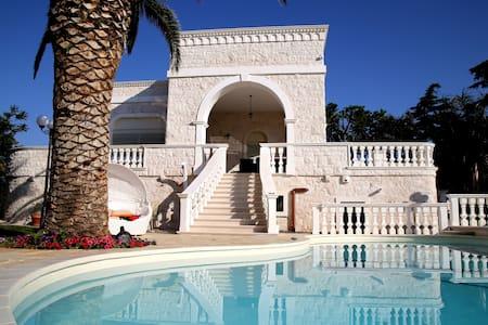 Villa Angelina Eg li - Huvila